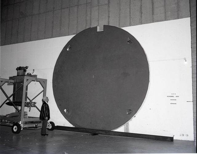 18 FOOT DIAMETER WORK PLATFORM IN THE 8X6 FOOT WIND TUNNEL FACILITY