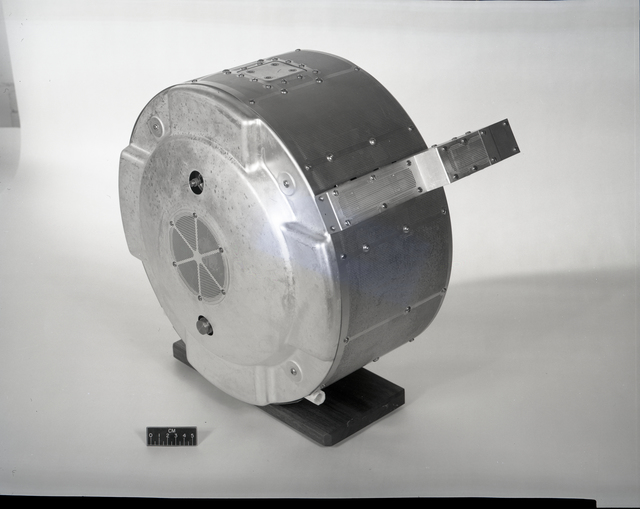 2 30CM CENTIMETER THRUSTERS - CUTAWAY VIEW AND TOTAL