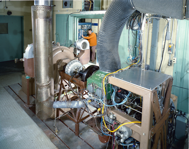 AIRCRAFT ENGINE PROGRAM - AVCO LYCOMING FUEL STUDIES AND EMISSION CONTROL