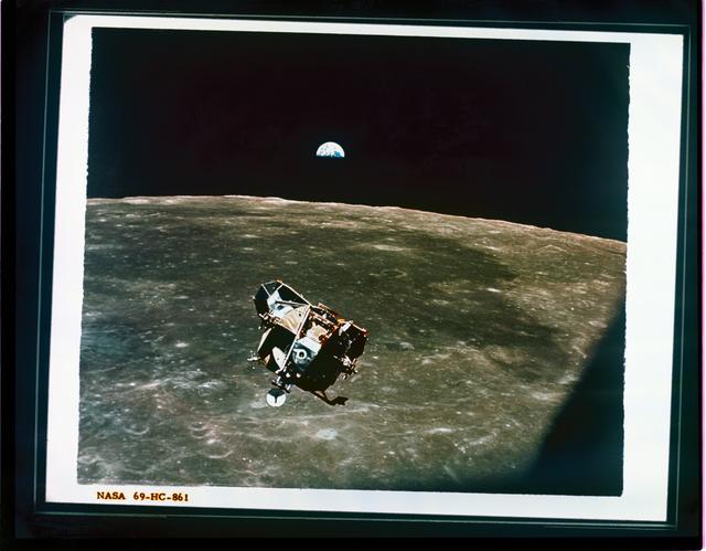 APOLLO 11 - EARTH AND LUNAR LANDER