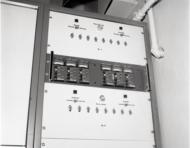 COMBUSTIBLE GAS PANEL IN CONTROL ROOM