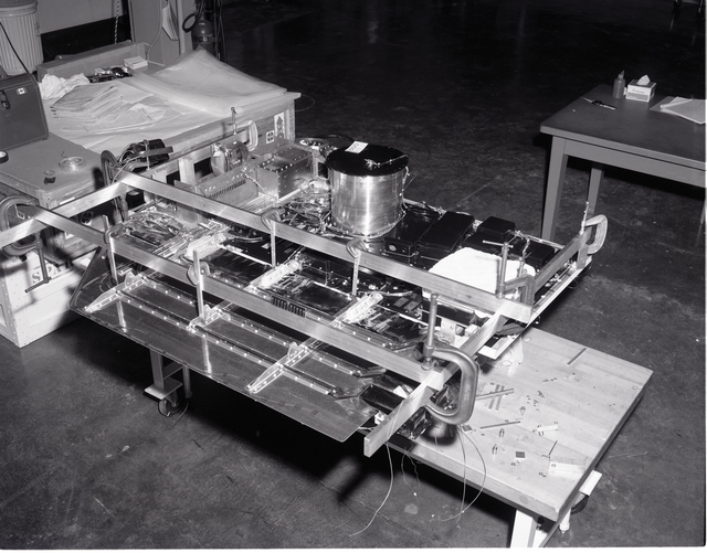 COMMUNICATION TECHNOLOGY SATELLITE CTS SPACECRAFT SOUTH PANEL THERMAL BALANCE TEST AT THE ELECTRIC PROPULSION LABORATORY EPL