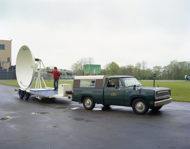 COMMUNICATIONS TECHNOLOGY SATELLITE CTS SMALL EARTH TERMINAL SET - 8X6 FOOT WIND TUNNEL ROOF ANTENNA - TRANSMITTER - CONTROL CENTER - SPACECRAFT DATA CENTER - SHF EVALUATION AREA