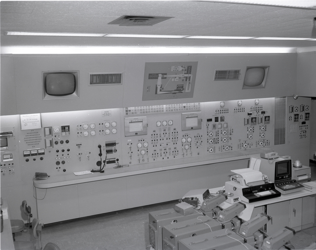 CONTROL ROOM AND PANELS OF SPACE SHUTTLE MODEL IN TUNNEL