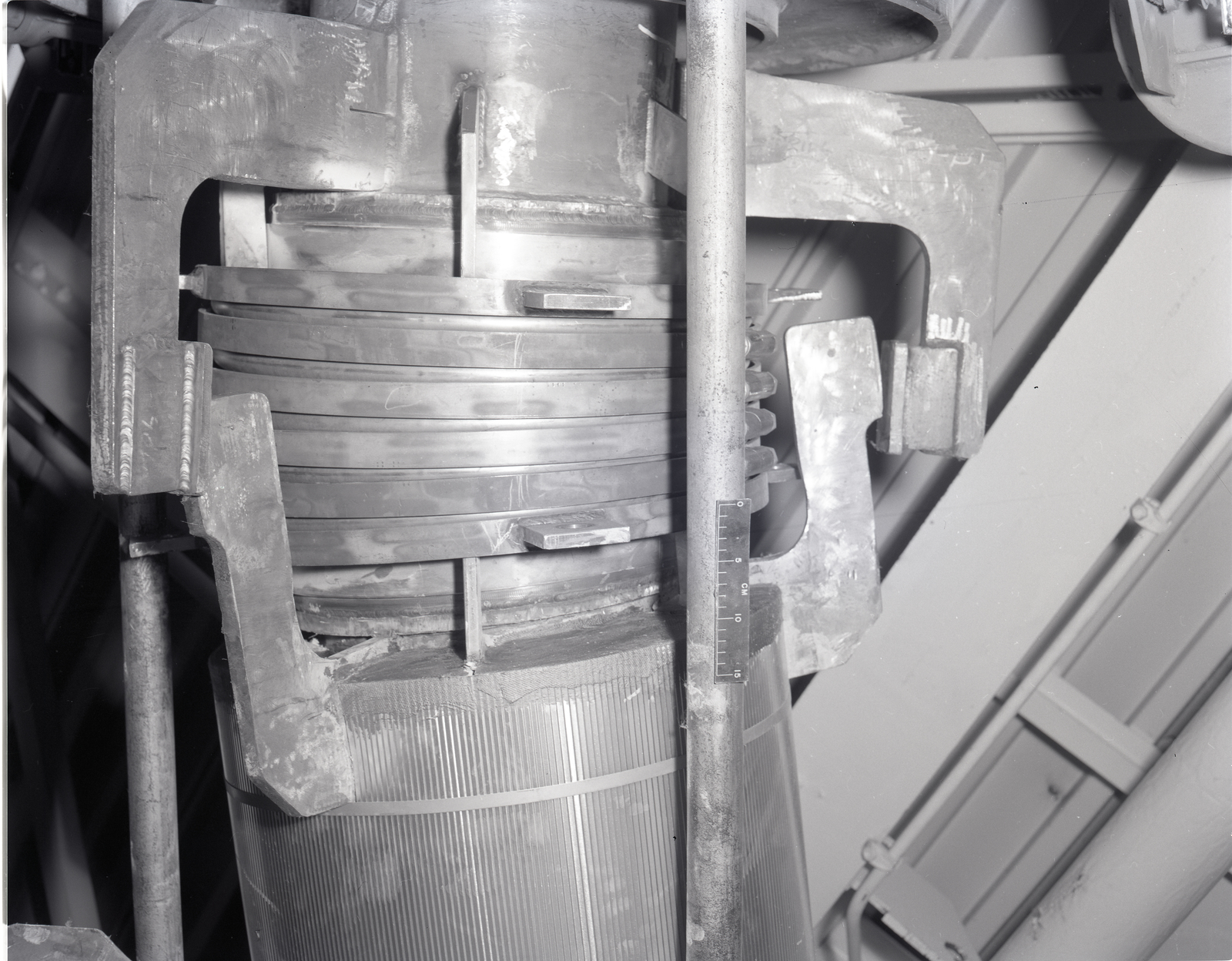CROSSOVER BELLOWS ASSEMBLY IN THE HIGH PRESSURE FACILITY HPF