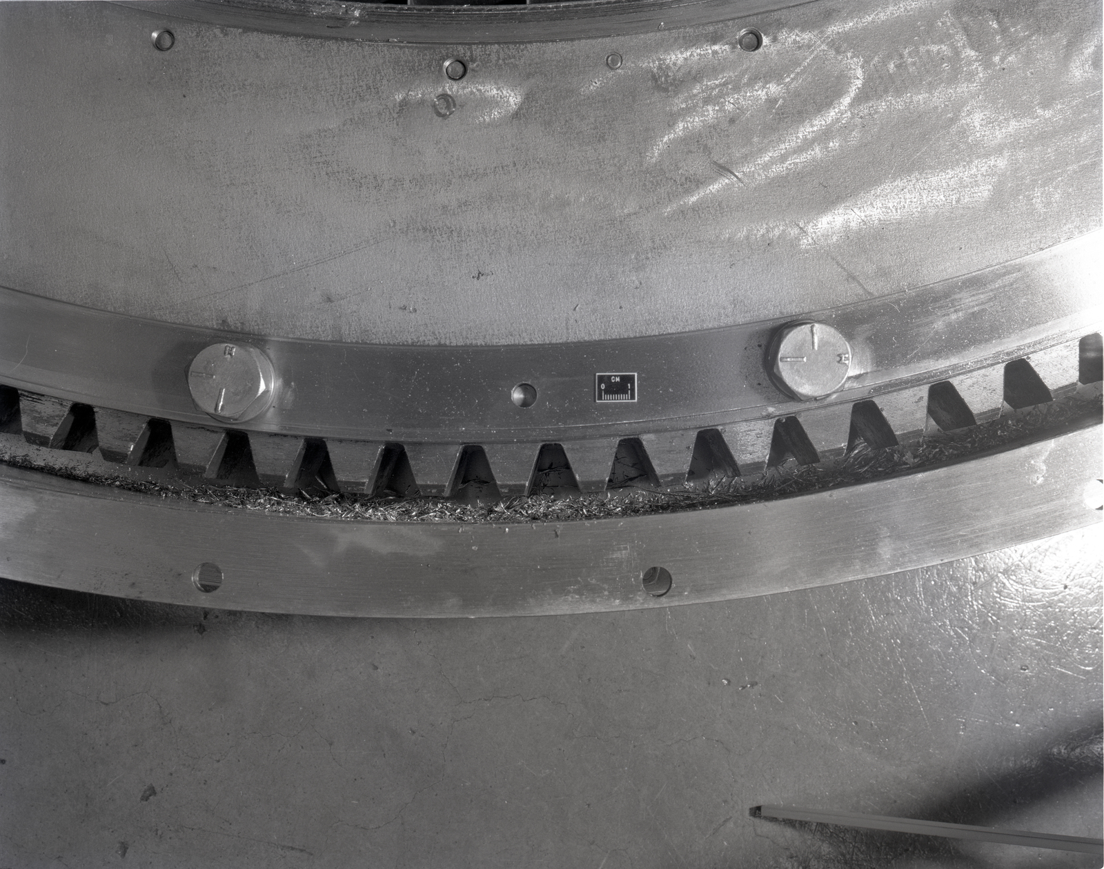 DAMAGED TF34 ROTATING SCREEN AND CHIPS LEFT IN INLET TF34 ENGINE