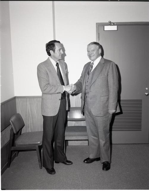 DR MCCARTHY WELCOMING UNITED STATES CONGRESSMAN THOMAS R HARKIN /  CONGRESSMAN AND NASA LEWIS OFFICIALS