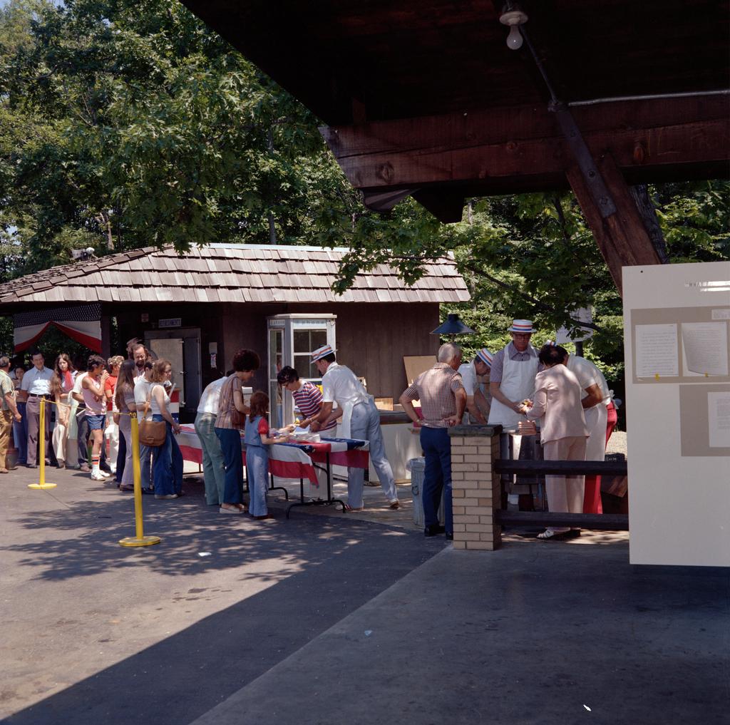 EMPLOYEE OPEN HOUSE - JULY 4 1976