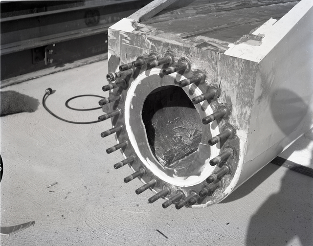 END OF A WOODEN WIND TURBINE BLADE SECTION TO SHOW CRACKING RESULTING FROM FATIGUE TESTING