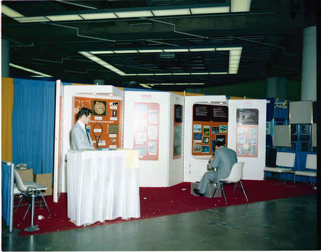 EXHIBITS AT THE SPORTS SHOW