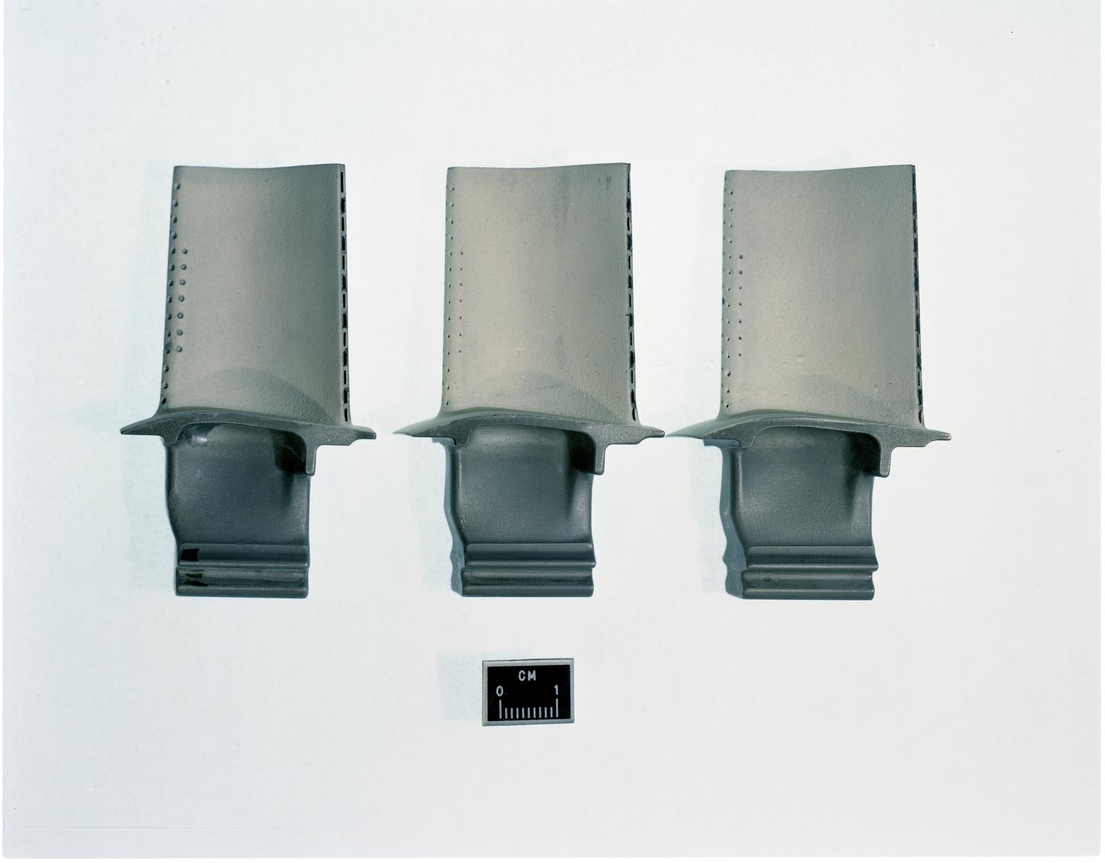 F100 COATED TURBINE BLADES