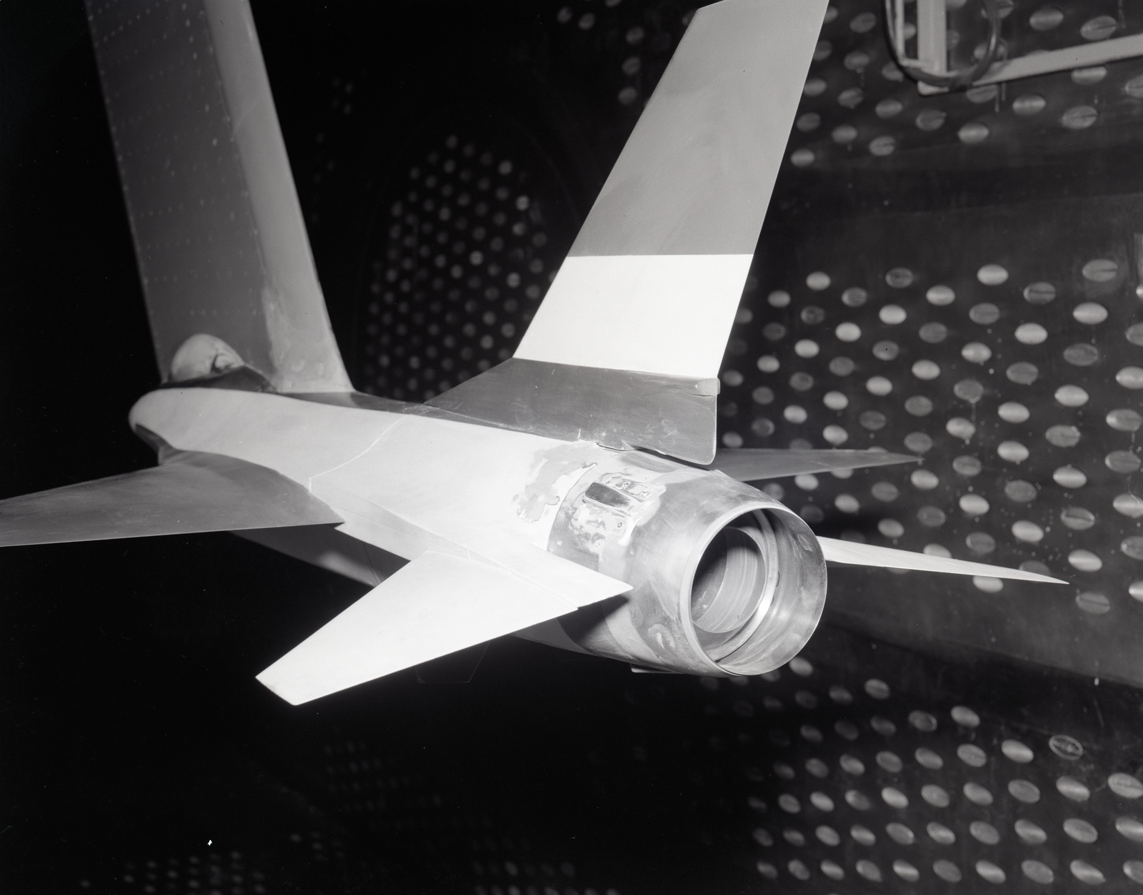 GENERAL DYNAMICS CONVAIR FIXED SHROUD NOZZLE MODEL IN THE 8X6 FOOT WIND TUNNEL