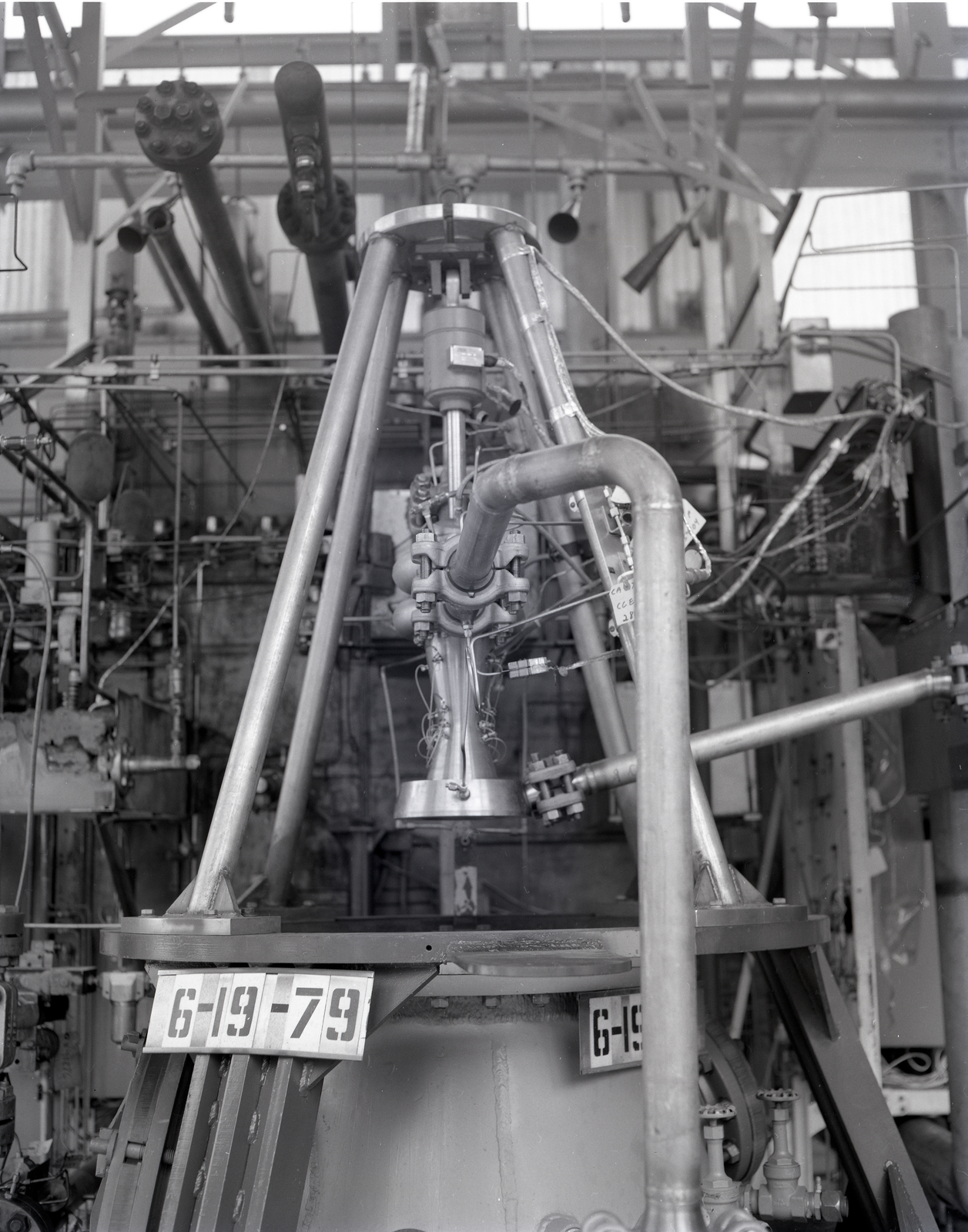 HIGH PRESSURE LOX LIQUID OXYGEN COOLED ENGINE ASSEMBLY IN THE ROCKET ENGINE TEST FACILITY RETF