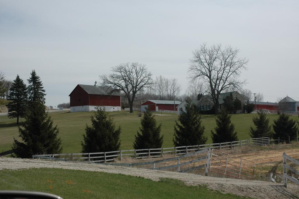 Historic Bluff Country Scenic Byway - Farm above Harmony-Preston Trail