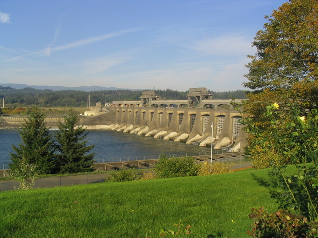 Historic Columbia River Highway - Bonneville Dam on the Columbia River in Oregon