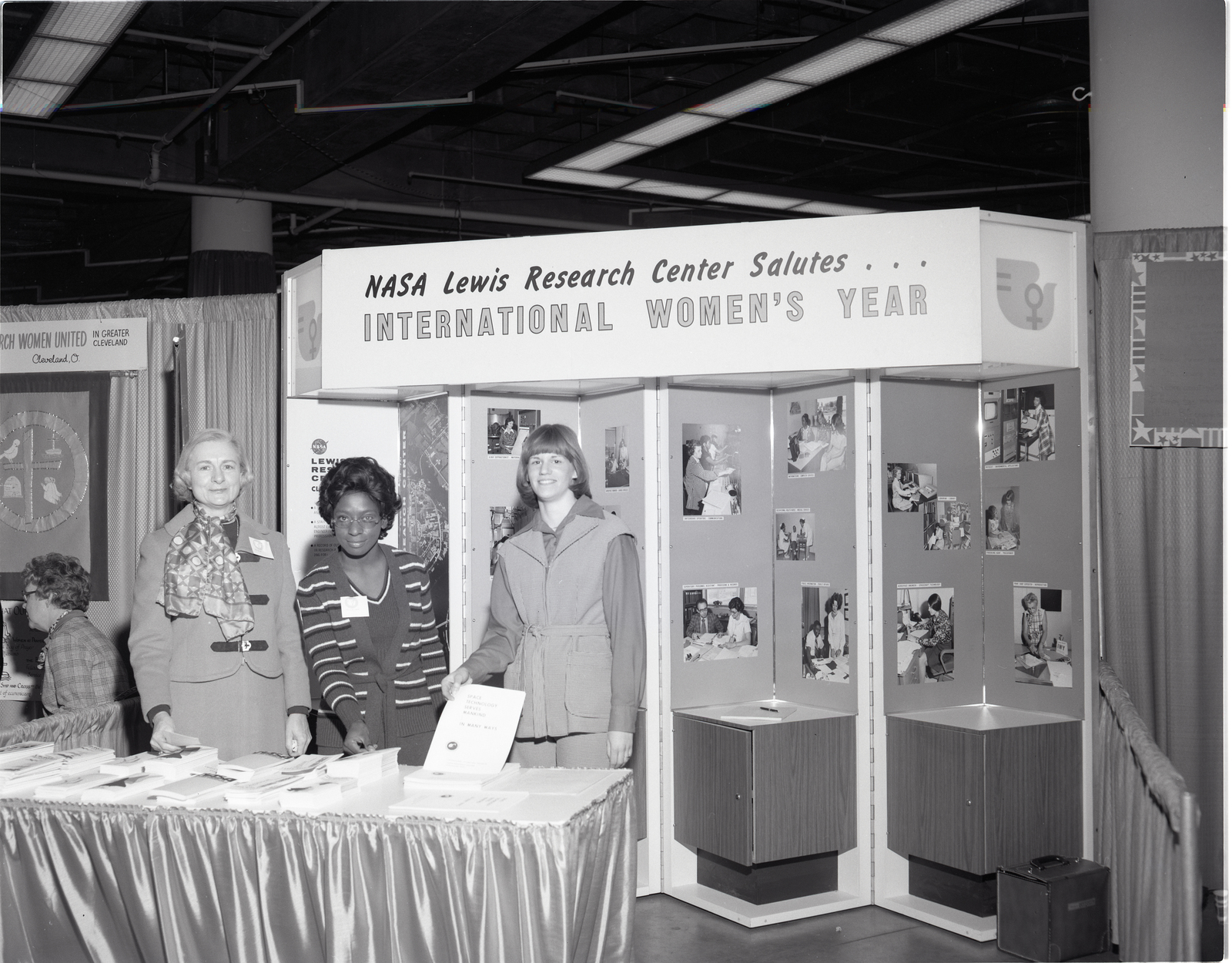 INTERNATIONAL WOMENS YEAR IWY CONGRESS AT CONVENTION CENTER CLEVELAND OHIO - WOMEN IN GOVERNMENT SPEAKERS - NASA LEWIS DISPLAY - FEDERAL EXECUTIVE BOARD FEB DISPLAY