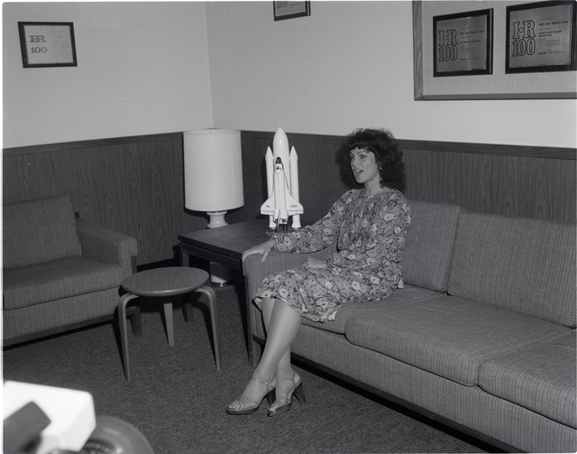 JUDITH RESNICK - LADY ASTRONAUT FOR SPACE SHUTTLE - DURING VISIT TO NASA LEWIS RESEARCH CENTER