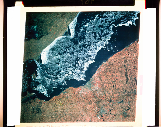 LANDSAT I PHOTOGRAPH ERTS OF THE CLEVELAND OHIO AREA FROM SPACE