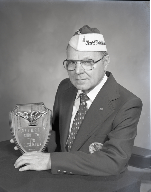 LEO SIENKIEWICZ WITH PLAQUE FROM PEARL HARBOR SURVIVORS ASSOCIATION
