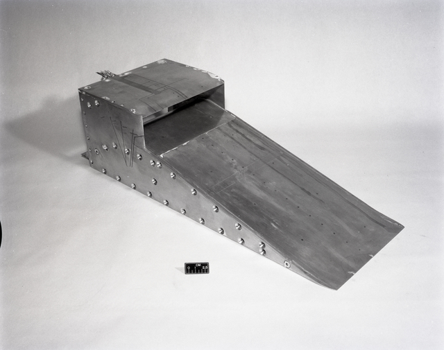 MODEL NOZZLE CONFIGURATION OF GENERAL ELECTRIC GE FLUIDYNE SUPPRESSOR NOZZLE AT THE 8X6 FOOT WIND TUNNEL