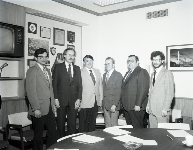 NASA LEWIS UNION REPRESENTATIVES WITH OFFICE OF SCIENCE AND TECHNOLOGY REPRESENATIVES FROM WASHINGTON DC
