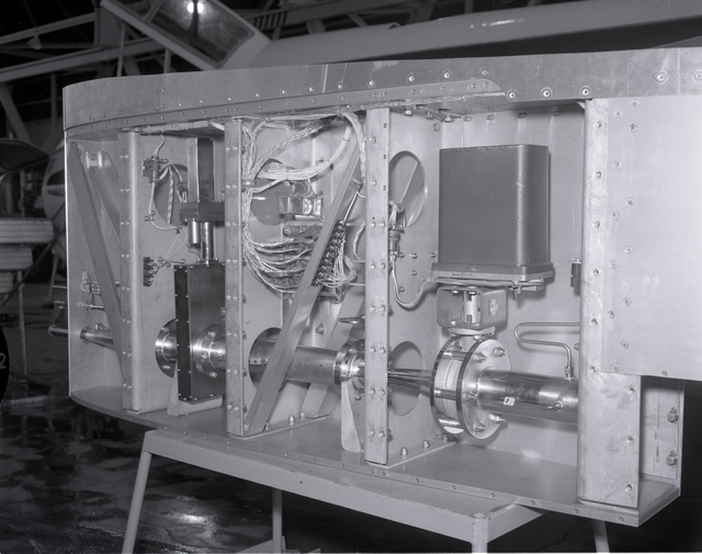 PARTICULATE SAMPLING POD FOR GLOBAL AIR SAMPLING PROGRAM GASP F-106 AIRPLANE INSTALLATION