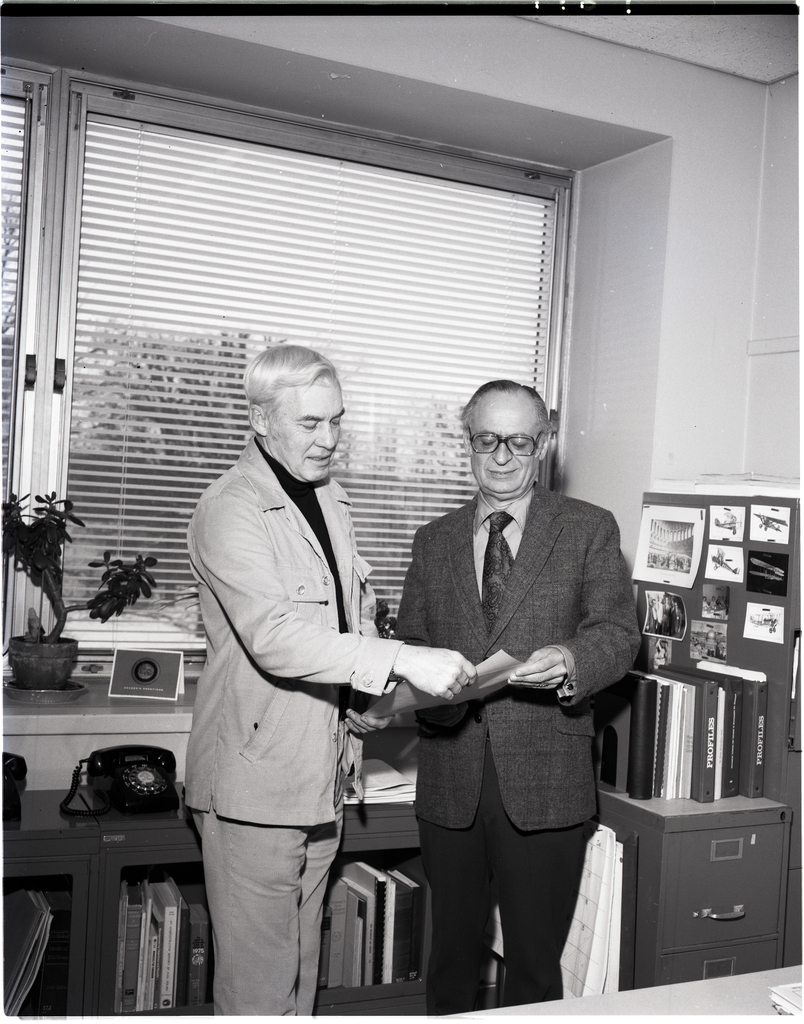 PAUL FOSTER PRESENTING AWARD TO GEORGE MANDEL