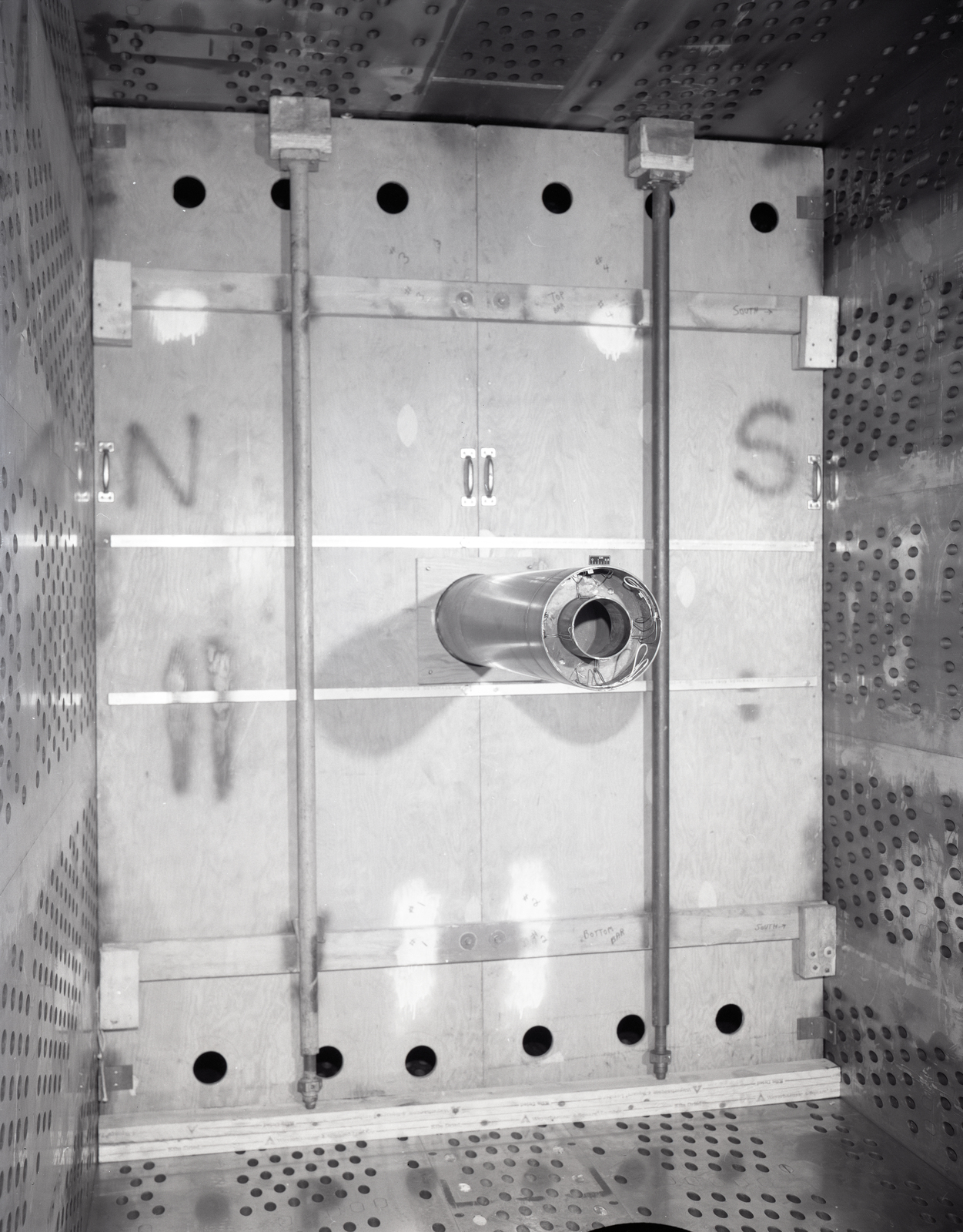 PRATT AND WHITNEY P&W COANNULAR NOZZLE MODEL IN THE 8X6 FOOT WIND TUNNEL