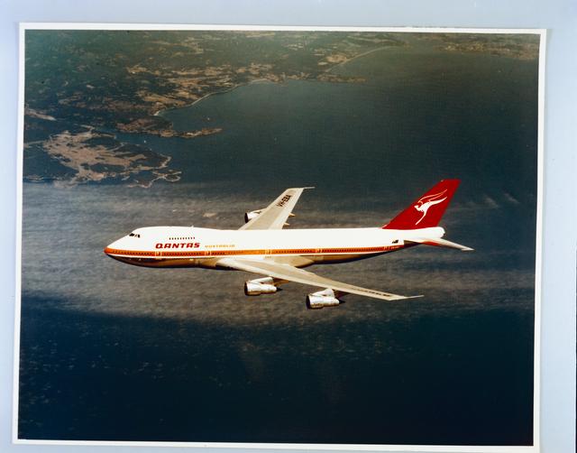 QANTAS BOEING 747 AIRPLANE