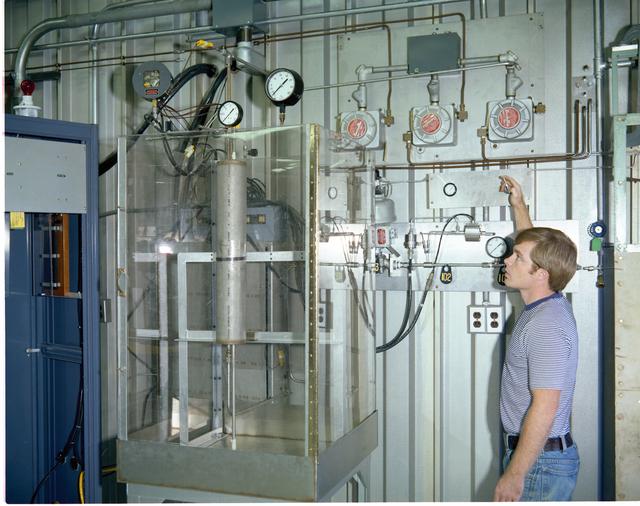 RIS ROCKET ENGINE TEST FACILITY RETF FUEL PIT - THERMAL STORAGE - FRACTURE MECHANICS LABORATORY FML FML-3 - COD FACILITIES