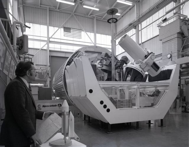 SPACE LAB MOCKUP IN THE ZERO GRAVITY FACILITY   U S  National Archives
