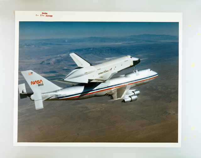 SPACE SHUTTLE AND 747 AIRPLANE