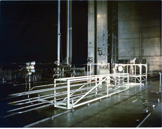 SPACE SHUTTLE BASE HEATING TEST AT THE SPACE POWER FACILITY SPF NASA PLUM BROOK STATION