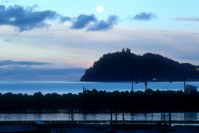 Strait of Juan de Fuca Highway - SR 120 - Moonrise Over Slip Point