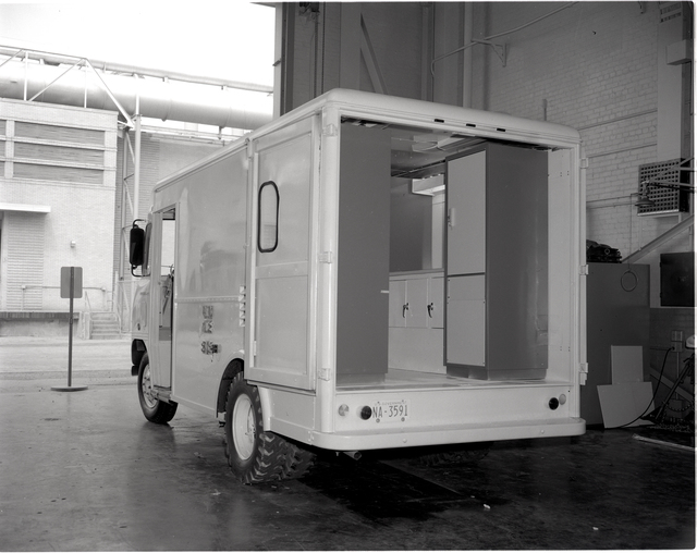 TEST SUPPORT VAN IN THE SPACE POWER CHAMBER SPC - DIFFERENTIAL DRIVE RIG IN TEST CELL CW-22 IN THE ENGINE RESEARCH BUILDING ERB