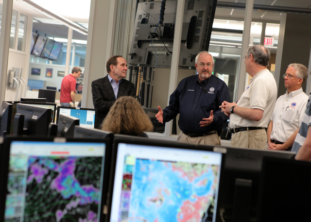 Norman, Okla., May 22, 2013 -- FEMA Administrator Craig Fugate (center) discusses the May 20 tornado with Dave Andra (right), Meteorologist-in-charge for the National Weather Service Norman Forecast Office. Looking on are Rick Smtih (far right), Warning Coordination Meterologist, NWS Norman Forecast Office and Berrien Moore (left), Vice President for Weather and Climate Programs at the University of Oklahoma. NOAA/James Murnan