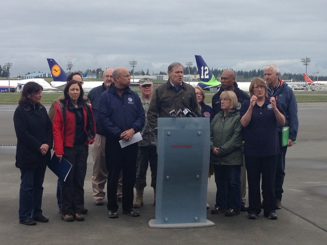 Paine Field, Snohomish County, Wash., April 6, 2014 -- Congresswoman DelBene, Senator Maria Cantwell, Department of Homeland Security Secretary Jeh Johnson, FEMA Administrator Craig Fugate, Washington Adjunct General Major General Bret D. Daugherty, Governor Jay Inslee, Darrington Mayor Dan Rankin, County Executive John Lovick, Senator Patty Murray, WA Emergency Management Department Director Robert Ezelle discuss the disaster relief options available to those affected by the SR530 slide. Residents affected by the slide are encouraged to register with FEMA by calling (800)-621-3362 or (TTY) (800) 462-7585 or online at www.DisasterAssistance.gov. Photo by Ryan Ike/FEMA