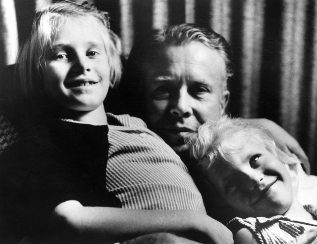 Ernest Orlando Lawrence with two of his daughters. Ernest and Molly Lawrence had six children: Eric, Robert, Margaret, Mary, Barbara, and Susan. Seaborg print. Principal Investigator/Project: Analog Conversion Project
