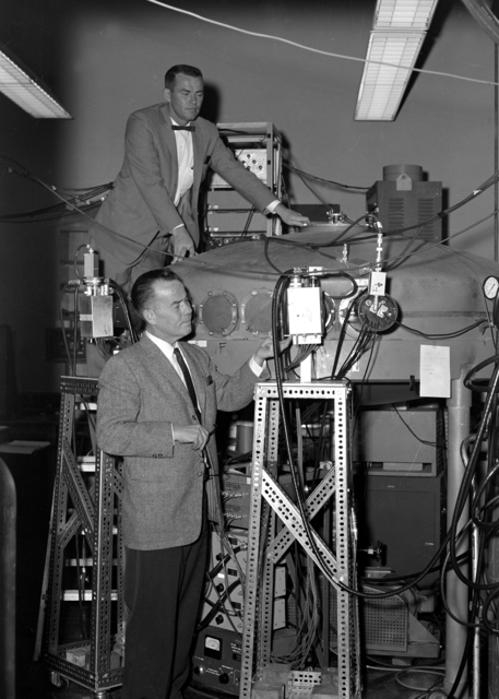 Experiments on californium fission. Harry Bowman (top) and Stanley Thompson at the fission chamber. Morgue 1960-42 (P-1) [Photographer: Donald Cooksey]