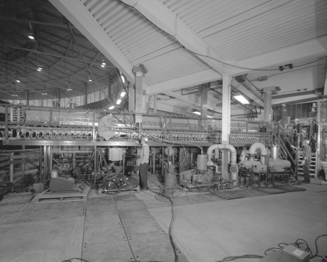 Full view of linac II, includes Glen White, Foss Crosby, and Bob Richter. Color version: Bev.-3138-C. Photograph taken November 15, 1962. Bevatron-3121 – Photographer: George Kagawa