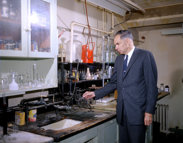 Glenn T. Seaborg in his lab in 307 Gilman Hall, on the University of California, UC Berkeley campus. Morgue 1962-38 (P-4); CN 955 [Photographer: Donald Cooksey]