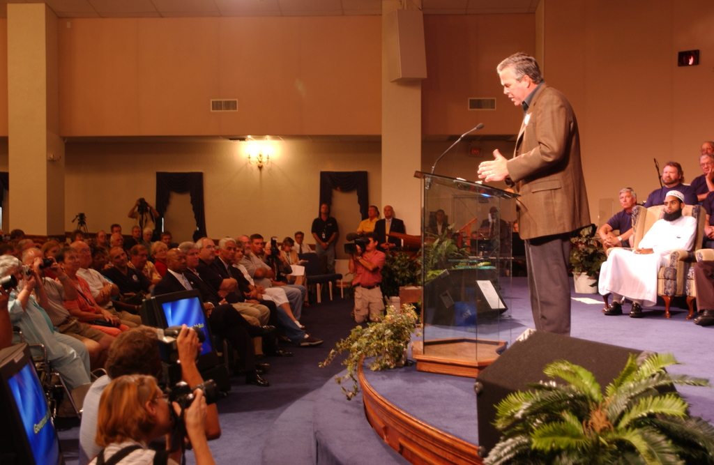 Hurricane Charley, Punta Gorda and Port Charlotte area, Florida.  [Meeting on disaster assistance at the First Baptist Church in Port Charlotte,  with Secretary Alphonso Jackson,  Florida Governor Jeb Bush,  and the Reverend Franklin Graham among the dignitaries on hand.]