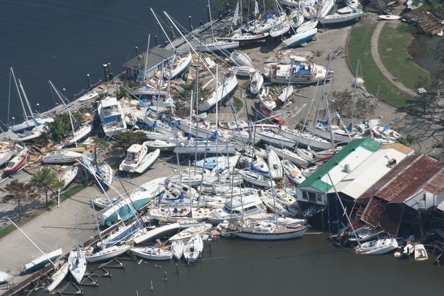 Hurricane Katrina [impact]: New Orleans, Louisiana [fly-over]
