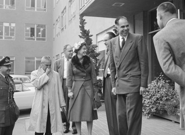 Queen Frederika of Greece visiting the Radiation Laboratory with Edwin McMillan and Glenn Seaborg. Photograph taken November 25, 1958