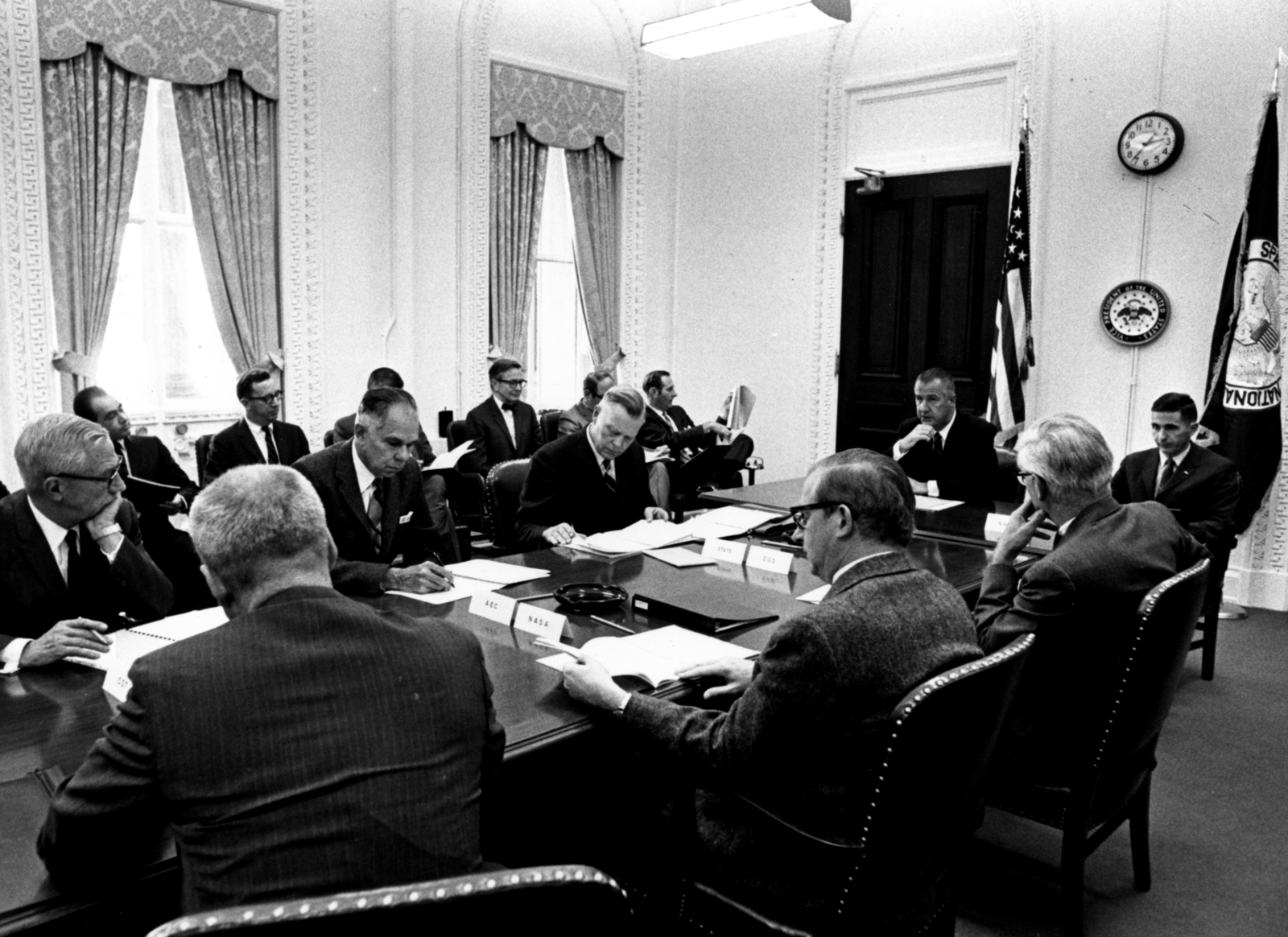 Unknown White House meeting with Glenn Seaborg representing the Atomic Energy Commission (second from left at table), Spiro Agnew at head of table and others representing NASA, the Department of Defense, and the Department of State. Principal Investigator/Project: Analog Conversion Project