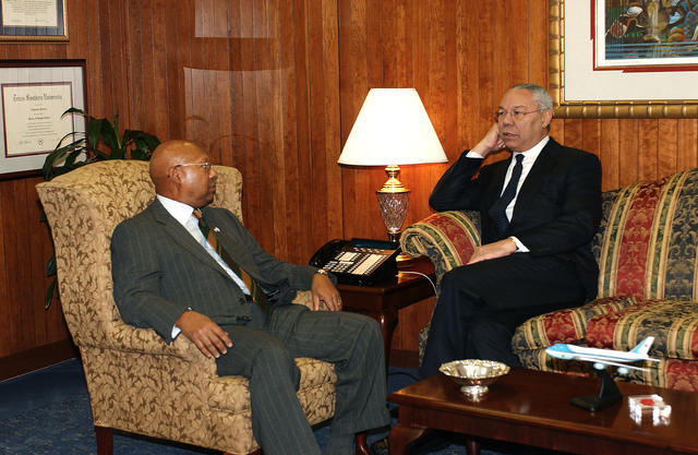 Visit of former Secretary of State and Chairman of the Joint Chiefs of Staff,  General Colin Powell,  to HUD headquarters to meet Secretary Alphonso Jackson, aides
