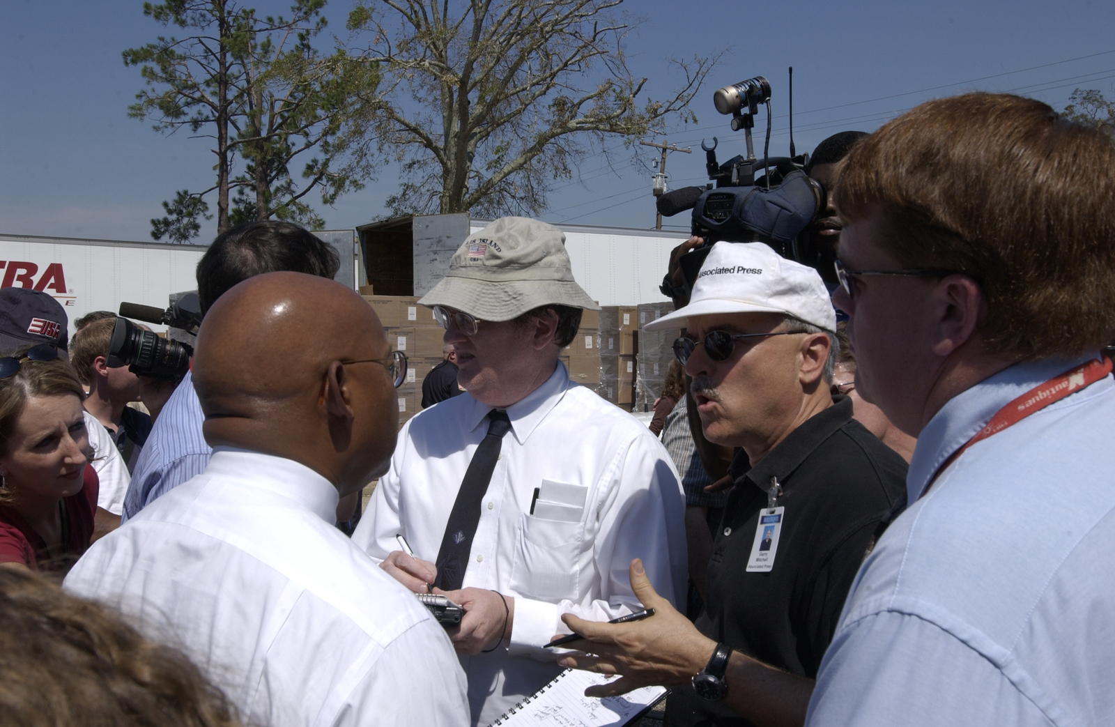 Hurricane Ivan,  Alabama. [Damage, cleanup, rebuilding;  Secretary Alphonso Jackson,  Alabama Governor Bob Riley meeting with residents.]