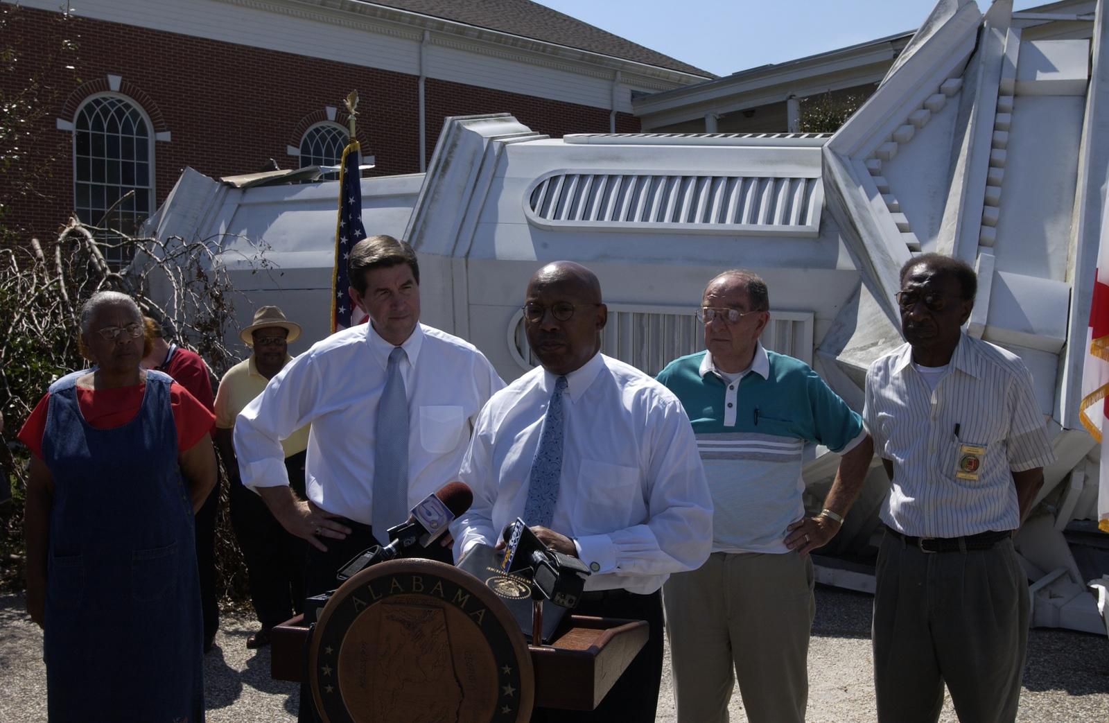 Hurricane Ivan,  Alabama. [Damage, cleanup, rebuilding;  Secretary Alphonso Jackson,  Alabama Governor Bob Riley meeting with residents.]