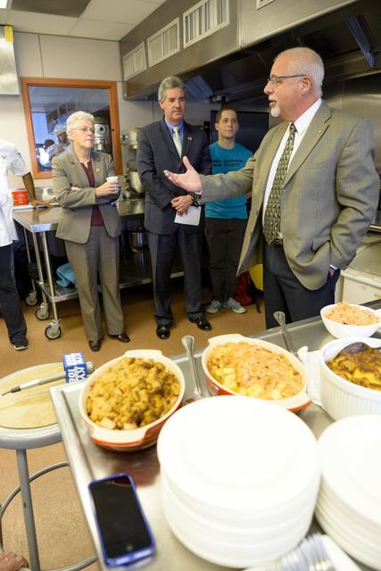 Office of the Administrator - Philadelphia - Administrator Gina McCarthy visiting the Food Lab at Drexel University [412-APD-1265-2014-11-14_Philadelphia_008.jpg]