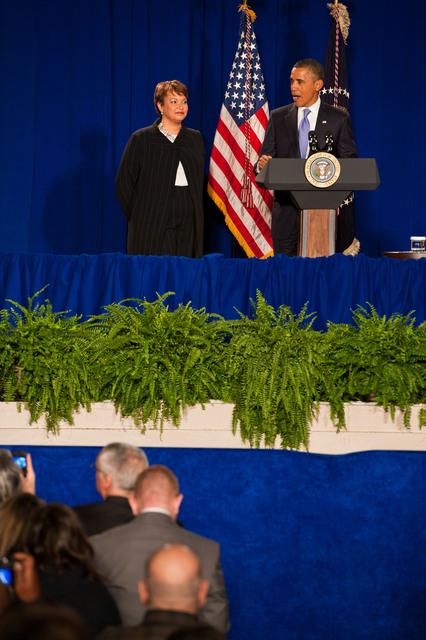 Office of the Administrator - President Obama [412-APD-1097-2012-12-10_PresidentObama_072.jpg]